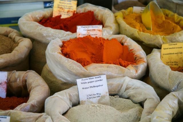 Ce supermarché est un véritable mélange des cultures grâce à des produits venus du monde entier.